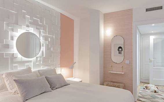 Dormitorio Al Más Puro Estilo Mediterráneo Con Las Molduras
