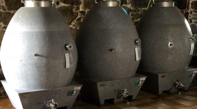 Familia Torres inicia la elaboración de un vinode granito en su Pazo Torre Penelas, en Rías Baixas
