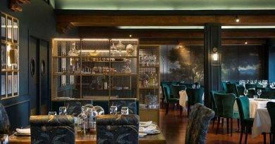 Elegancia en verde y dorado por Denys & von Arend en el restaurante del Parador de Toledo