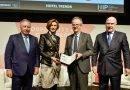 Simón Pedro Barceló recibe el Premio a la Trayectoria Profesional 2020 en HIP