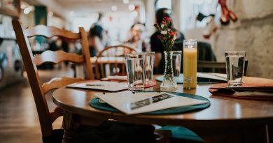 Los españoles, los europeos que más incómodos se sienten dentro de los restaurantes