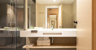 Solits viste los nuevos baños de Hotel Raval House