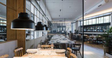 Zooco diseña el restaurante La Maruca con mallas metálicas de Codina Architectural